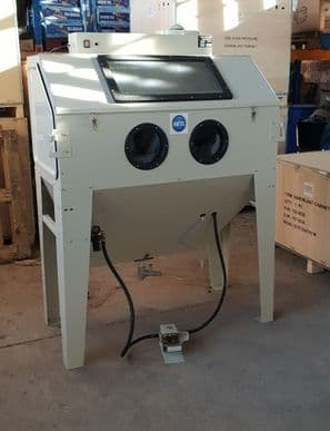 Large Foot Operated Sand Blast Cabinet with Built in Dust Extractor. SBC420 in Cream