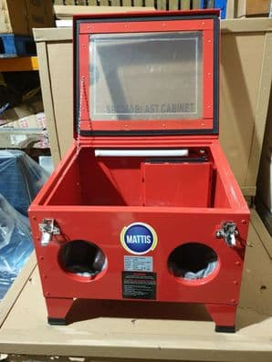 SBC90V Bench Top Sand Blasting Cabinet with Built in Vacuum Filter